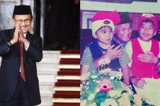 5 Potret masa kecil seleb bertemu BJ Habibie, penuh kenangan manis
