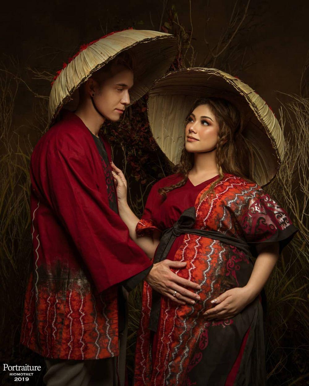 seleb maternity tradisional  Instagram