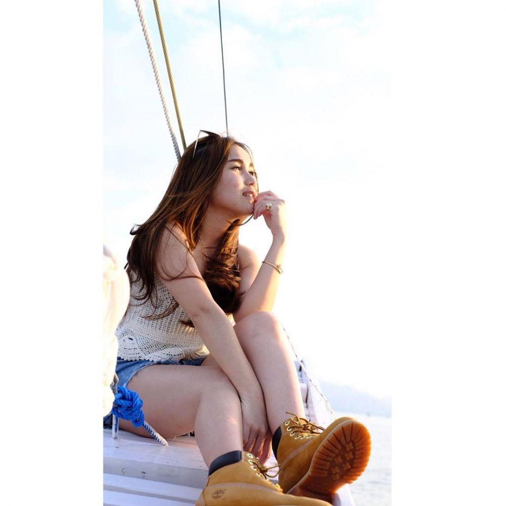 Momen Ayu Ting Ting liburan ke Labuan Bajo © 2019 brilio.net