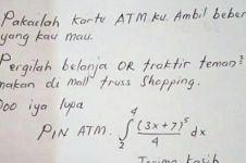 Cara unik suami berikan pin ATM pada istri ini bikin mikir keras