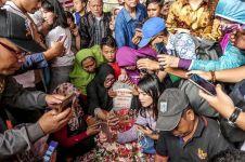 Warga berebut selfie di makam BJ Habibie, Anggun C Sasmi mengaku sedih