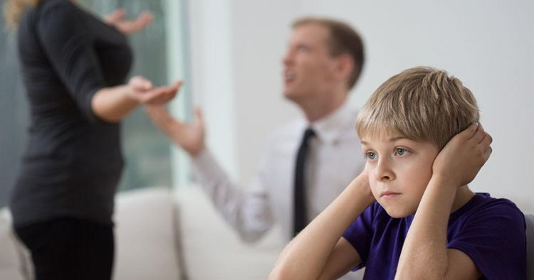 Tak disadari, 5 tingkah buruk orangtua ini pengaruhi psikologi anak