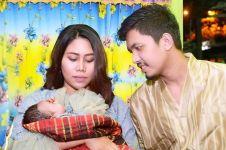 6 Momen akikah anak Evi Masamba, paras sang putri curi perhatian