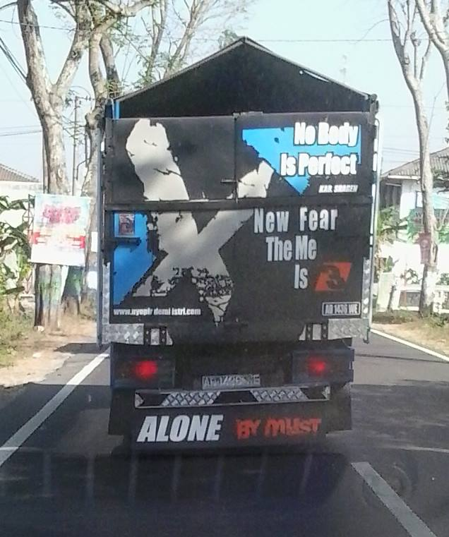tulisan inggris bak truk kocak mikir © berbagai sumber