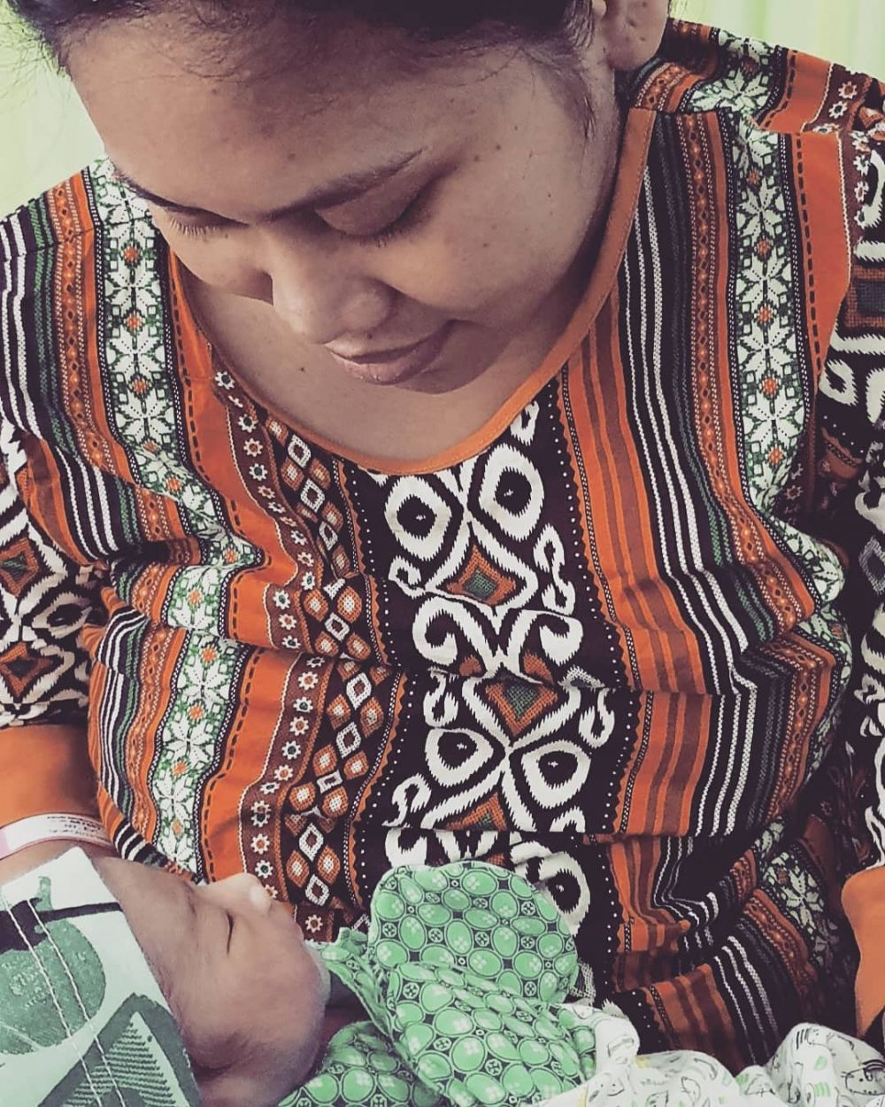 Evi Masamba momong anak  Instagram