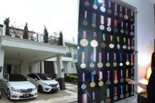 8 Potret rumah Mohammad Ahsan, koleksi medali jadi sorotan