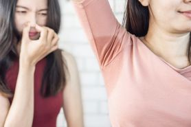 Segan tegur teman yang bau badan? Ini cara tepat menurut psikolog