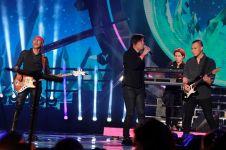 Aksi panggung konser ini wow banget, dari K-pop sampai nostalgia