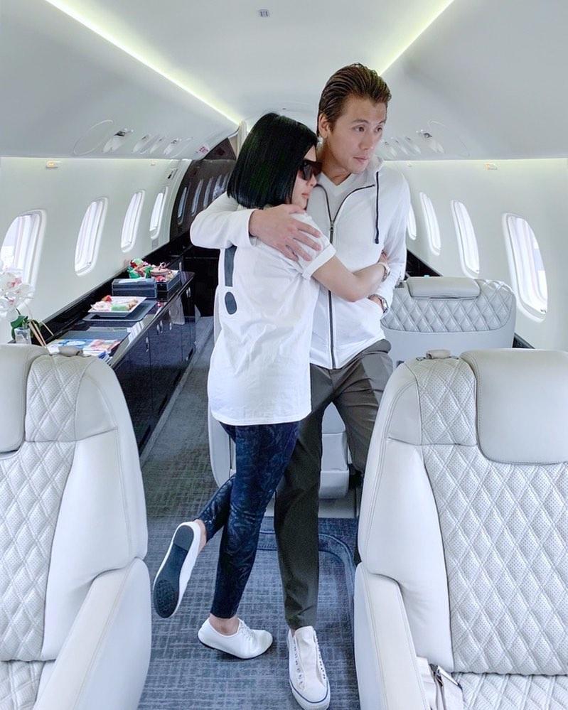 pasangan seleb di jet pribadi  Instagram