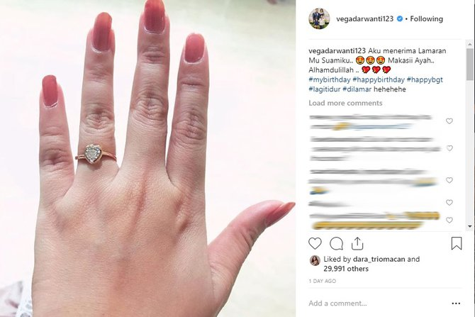 Seleb dapat kado ultah berlian dari suami Instagram