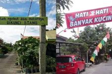 10 Peringatan lucu di perkampungan ini nggak biasa, absurd abis
