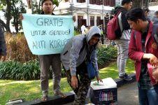 Kisah penjual es gratiskan dagangan saat demo tolak pelemahan KPK