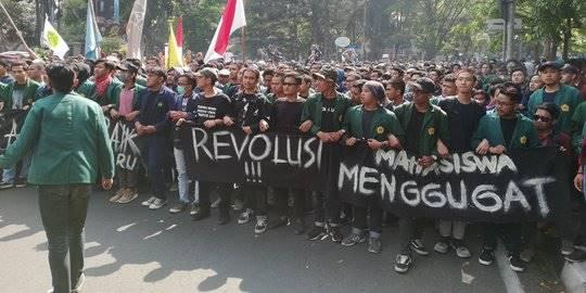 Demo tolak Revisi UU KPK di Bandung ricuh, 92 mahasiswa terluka