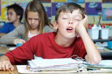 9 Cara mengatasi kantuk saat belajar di rumah dan sekolah