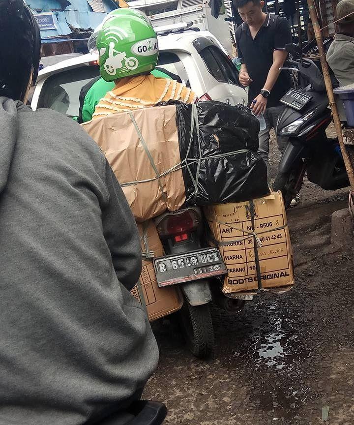 Barang bawaan penumpang ojek online © 2019 instagram.com
