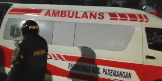 Ini klarifikasi polisi soal tuduhan ambulans bawa batu saat demo rusuh
