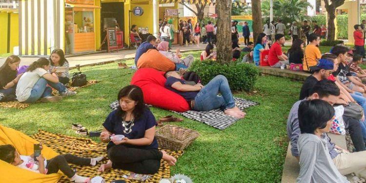 Begini serunya menikmati kuliner sambil piknik di tengah kota