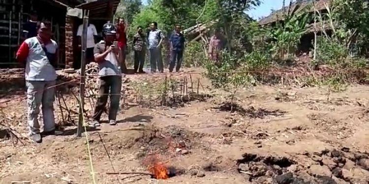 Semburan api dari tanah bikin gempar warga Ponorogo