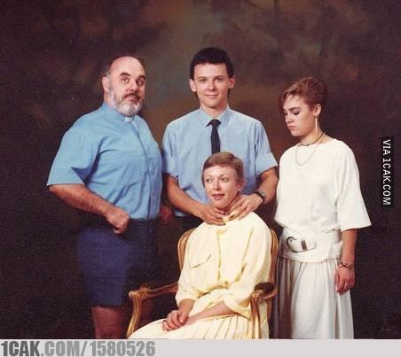 momen unik waktu foto keluarga © 2019 1cak.com