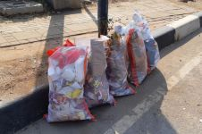 Sisa demo di DPR Jakarta, petugas bersihkan 20 ton sampah