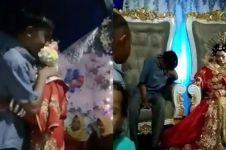 Viral cowok datang ke pernikahan mantan, dapat pelukan terakhir