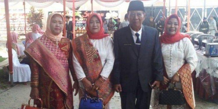 Tak cuma Lora Fadil, ini kisah anggota dewan boyong istri-istrinya