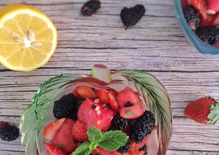 Cara membuat salad buah untuk diet instagram