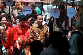 Presiden Jokowi ajak anak muda menyintai dan memanggungkan batik