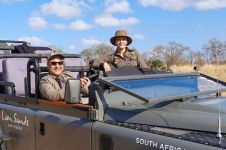11 Potret liburan Maia Estianty di Afrika, gayanya curi perhatian