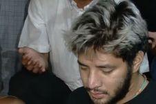 Momen ketegaran Ammar Zoni makamkan bayi kembarnya, penuh air mata