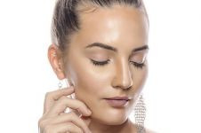24 Cara mengatasi kulit wajah berminyak secara alami dan ampuh