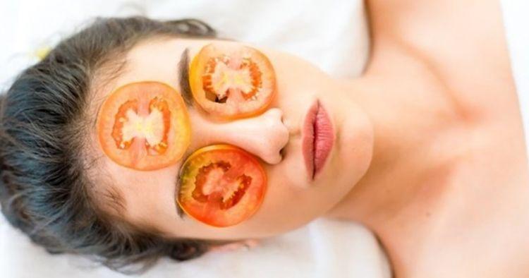 5 Cara membuat masker wajah dari tomat, mudah dan bikin kulit halus