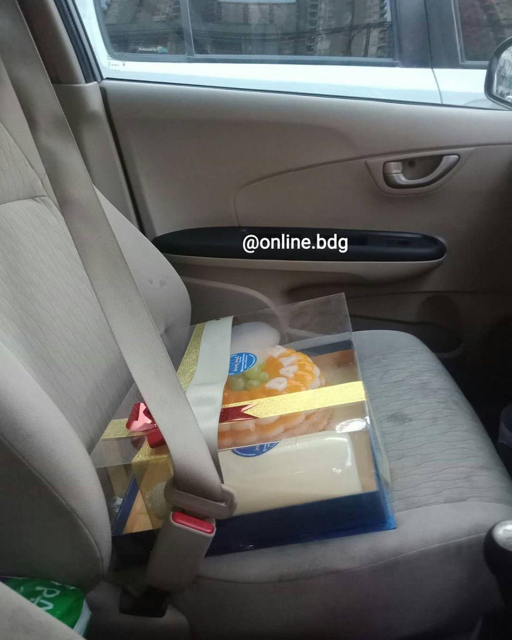 Cara nyeleneh driver ojek online bawa barang orderan © 2019 instagram.com