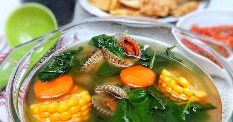 5 Resep sayur bayam bening, segar dan praktis