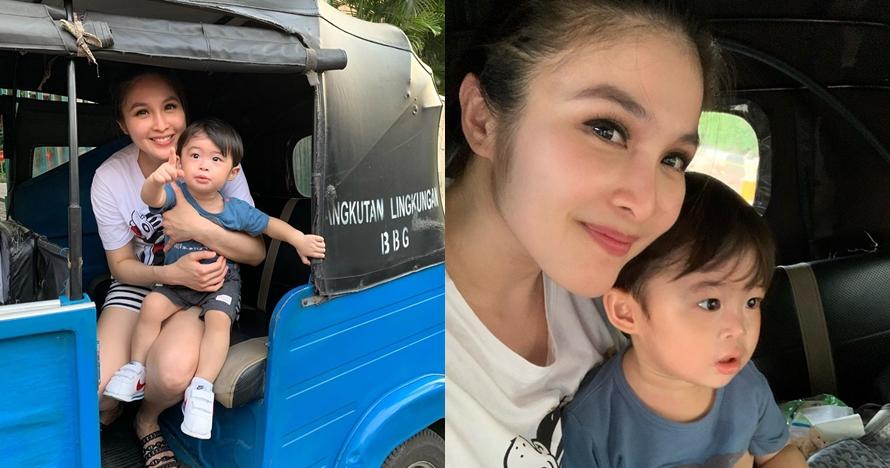 7 Momen Sandra Dewi ajak Raphael Moeis naik bajaj, sederhana