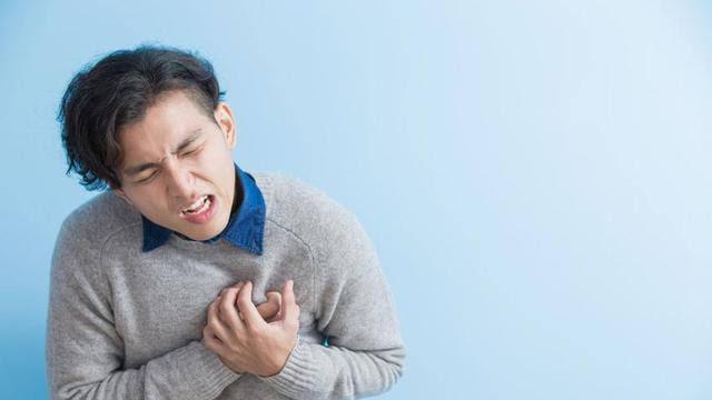 Ini beda nyeri dada biasa dan penyakit jantung, wajib tahu