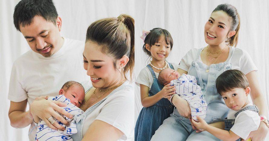 7 Momen manis Ayu Dewi bareng keluarga pascamelahirkan
