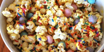 8 Cara membuat popcorn enak, gurih, dan praktis