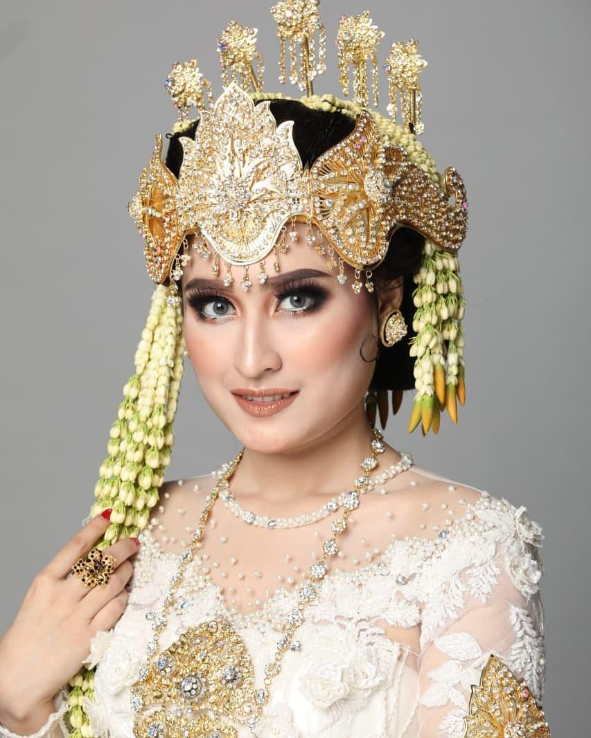 8 Gaya pemotretan Adly Fairuz & Angbeen Rishi, bak pengantin instagram