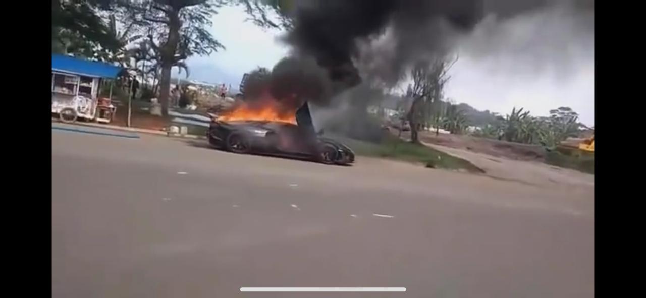 Kronologi terbakarnya mobil Lamborghini yang diduga milik Raffi Ahmad