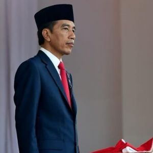 Momen Jokowi salam dan cium ibunda usai dilantik jadi Presiden