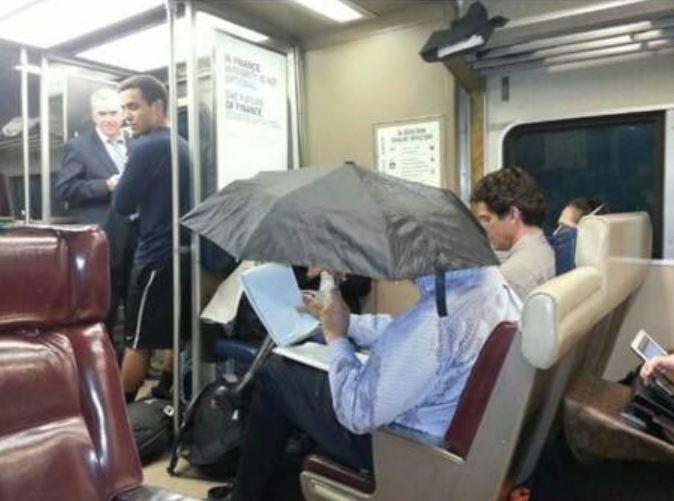 life hack naik transportasi umum © 2019 1cak.com