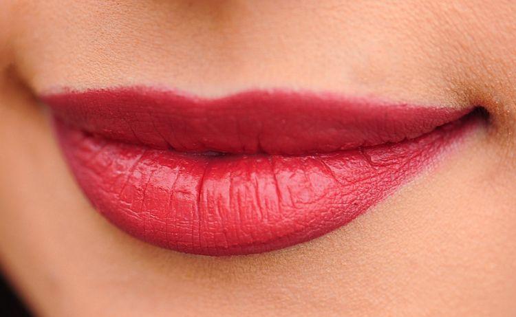 4 Manfaat Minyak Zaitun Untuk Bibir Serta Cara Pemakaiannya