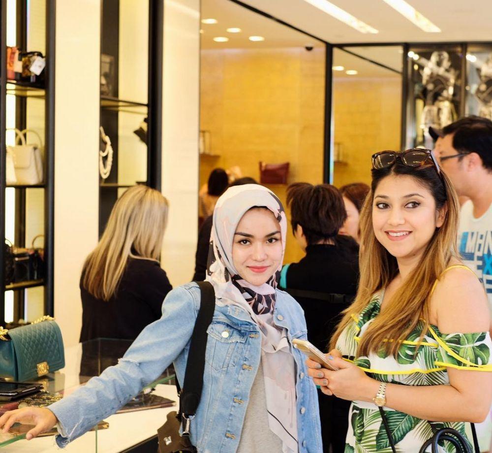 Medina Zein bareng Sarah Azhari Instagram