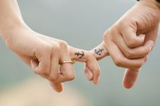 39 Kata-kata romantis buat pacar yang jauh, jadi kian cinta