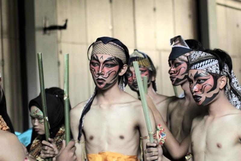 Parade kebudayaan terbesar di kampus jaket kuning sukses digelar