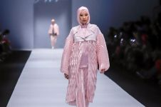 Intip karya etnik dari Jeny Tjahyawati di Jakarta Fashion Week 2020
