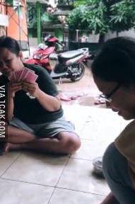 kelakuan emak-emak di rumah Istimewa