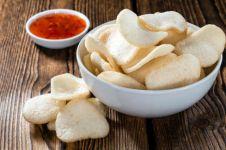11 Cara membuat kerupuk enak, sederhana, dan renyah
