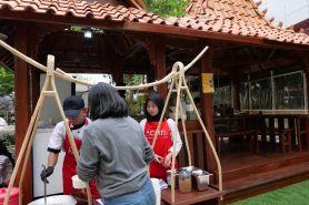 Festival kuliner ini jadi ajang belajar siswa SMK olah makanan khas